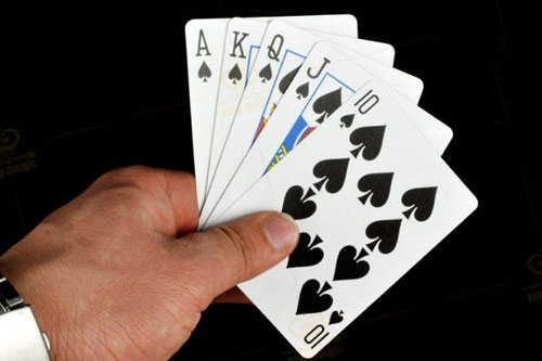 打掼蛋对手只剩下几张牌该如何应对